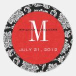 Svart damastast röd Monogrambröllopklistermärke Rund Klistermärke
