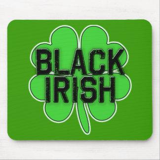 Svart irländare med den stora shamrocken för st musmatta