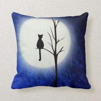 svart katt på dekorativ kudde för träd 2