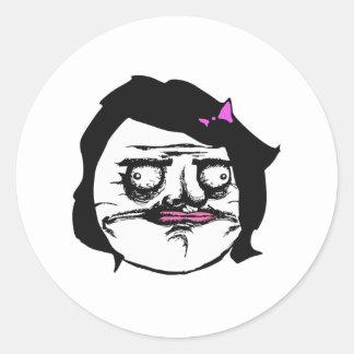 Svart kvinnligt mig Gusta komiskt ursinneansikte Runt Klistermärke