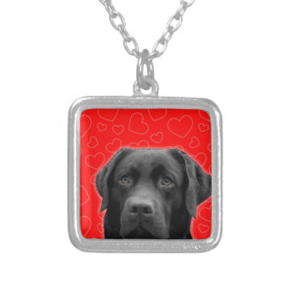 Svart Labrador med röda hjärtor Silverpläterat Halsband