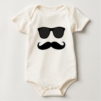 Svart Moustache och solglasögonhumorgåva Sparkdräkt