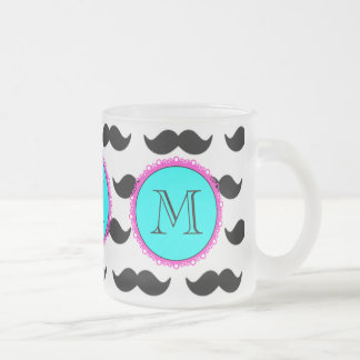 Svart mustaschmönster, AquarosaMonogram Frostad Glas Mugg