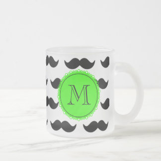 Svart mustaschmönster, grön Monogram Frostad Glas Mugg