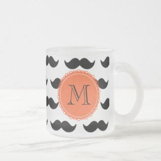 Svart mustaschmönster, korallMonogram Kaffe Mugg