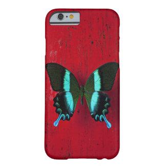 Svart och blåttfjäril på den röda väggen barely there iPhone 6 skal