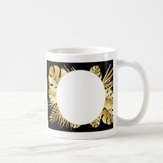 Svart och guld- elegant tropisk lövmall vit mugg