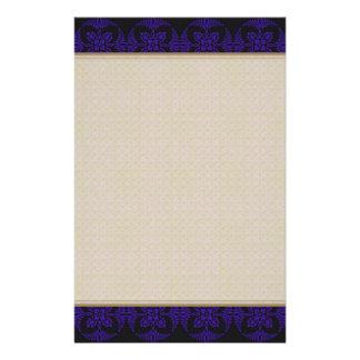 Svart och purpurfärgad geometrisk blommönster brevpapper