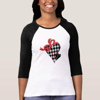 Svart och röd hjärta för schackbräde tshirts