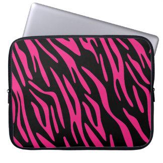 Svart och rosa sebrarandlaptop sleeve datorskydds fodral