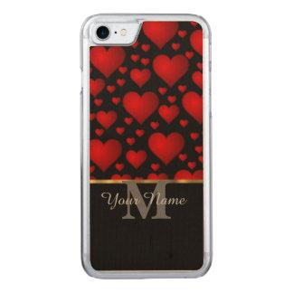 Svart och rött mönster för monogramkärlekhjärta carved iPhone 7 skal