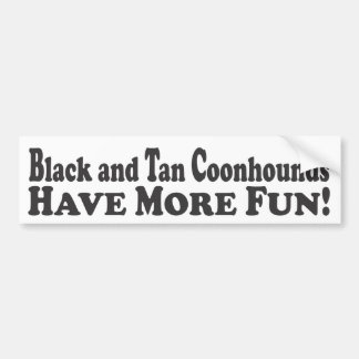 Svart och solbrända Coonhounds har mer roligt! - R Bildekal
