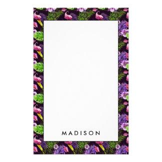 Svart purpurfärgat tropiskt floravattenfärgmönster brevpapper