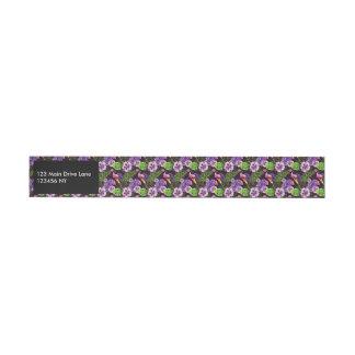 Svart purpurfärgat tropiskt floravattenfärgmönster etikettband