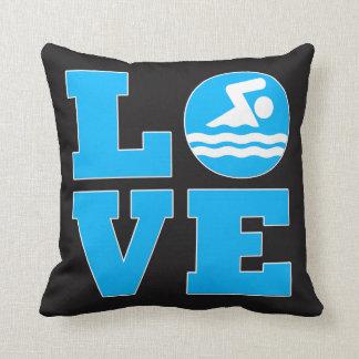 Svart simmakärlek och blåttsimmare dekorativ kudde