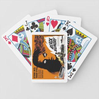Svart söndag som leker kort spelkort
