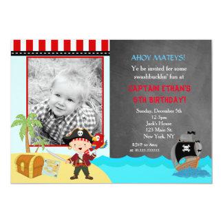 Svart tavlafödelsedagsfest inbjudan för pirat