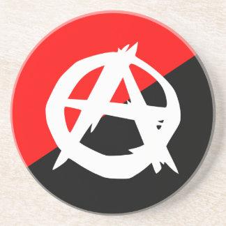 Svart vit för anarkist och röd flagga underlägg sandsten