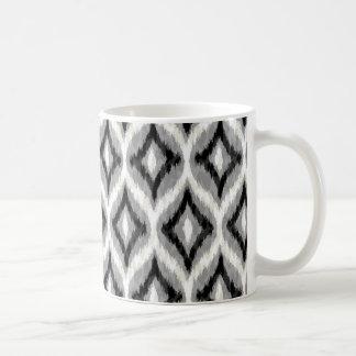 Svart vit och grått Ikat geometriskt mönster Kaffemugg