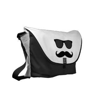 Svart vitMoustache och solglasögonhumor Messenger Bag