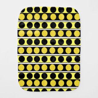 Svärta, gult och vitrand- och polka dotsbur bebistrasa