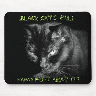 Svarta katter härskar. Önska att slåss om den? Musmatta