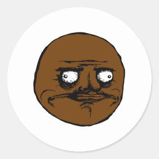 Svärta mig Gusta ursinneansikte Meme Rund Klistermärke