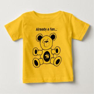 Svärta och gulna fotbollbjörnen, redan en fläkt… t shirts