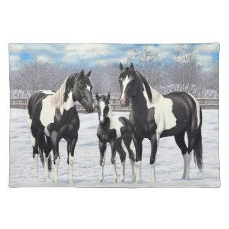 Svarten målar hästar i snö bordstablett