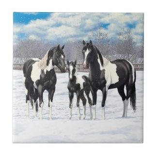 Svarten målar hästar i snö kakelplatta