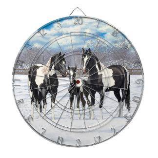 Svarten målar hästar i snö piltavla