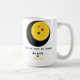 Svarten och guld är även i muggen för natthimmel kaffemugg