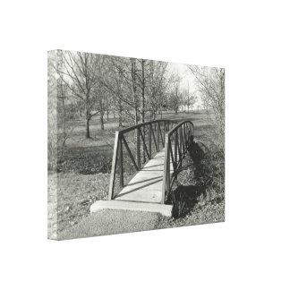 Svartvit fotografi av ett gammalt parkerar canvastryck
