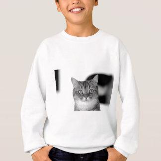 Svartvit katt tittar raksträcka på dig t shirts