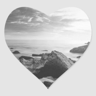 Svartvit lite Corona del Mar strand Hjärtformat Klistermärke