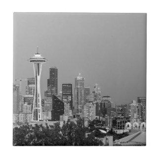 Svartvit Seattle cityscape Kakelplatta