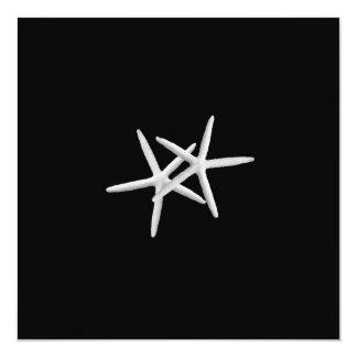 Svartvit sjöstjärnabröllopinbjudan fyrkantigt 13,3 cm inbjudningskort