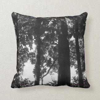 Svartvit skog kudde