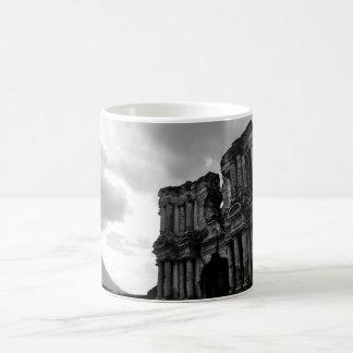 Svartvitt fördärvar av Antigua Guatemala Kaffemugg