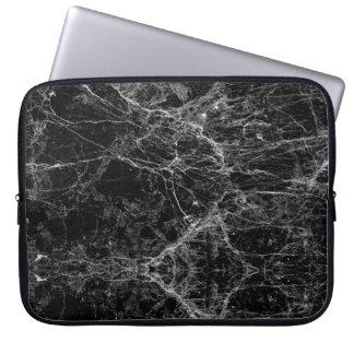 Svartvitt modernt Fauxmarmormönster Laptop Sleeve