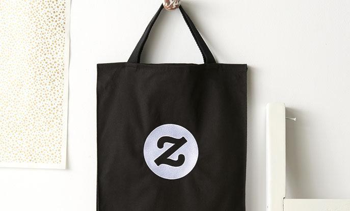 Skapa egna bags genom att lägga upp egna tryck, designs eller text till en väska