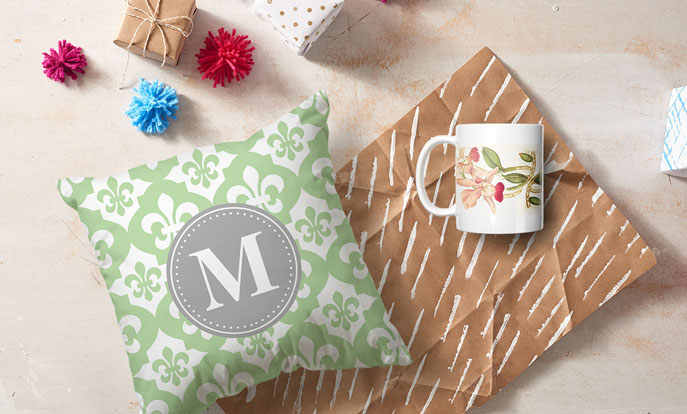 Köp eller skapa en personlig julklapp med att lägga upp egna bilder på en produkt.