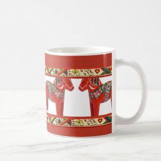Svenska Dala hästar med gränsen för Folk konst för Kaffe Muggar