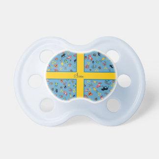 Svenskkulturobjekt med flagga barn napp