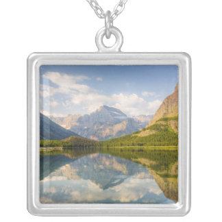 Swiftcurrent sjö med många glaciärhotell och silverpläterat halsband