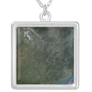 Sydöstlig china silverpläterat halsband