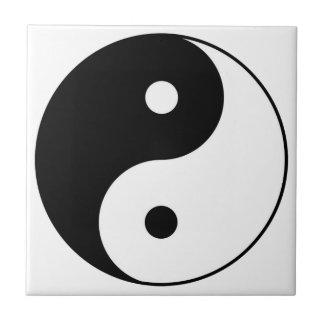 symbol för yinyang svart vit kakelplatta