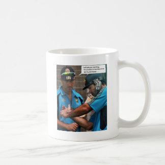 Syrsa som slår till lagledaren kaffemugg