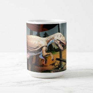 T-. rex modellerar kaffemugg