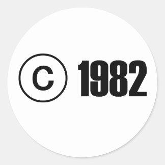 Ta copyrightt på 1982 runt klistermärke